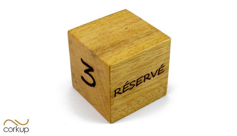 indicador-de-reservado-para-mesa-madera-restaurante