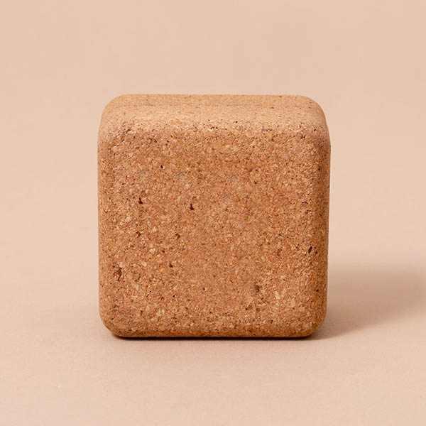 Caja pequeña de corcho sostenible